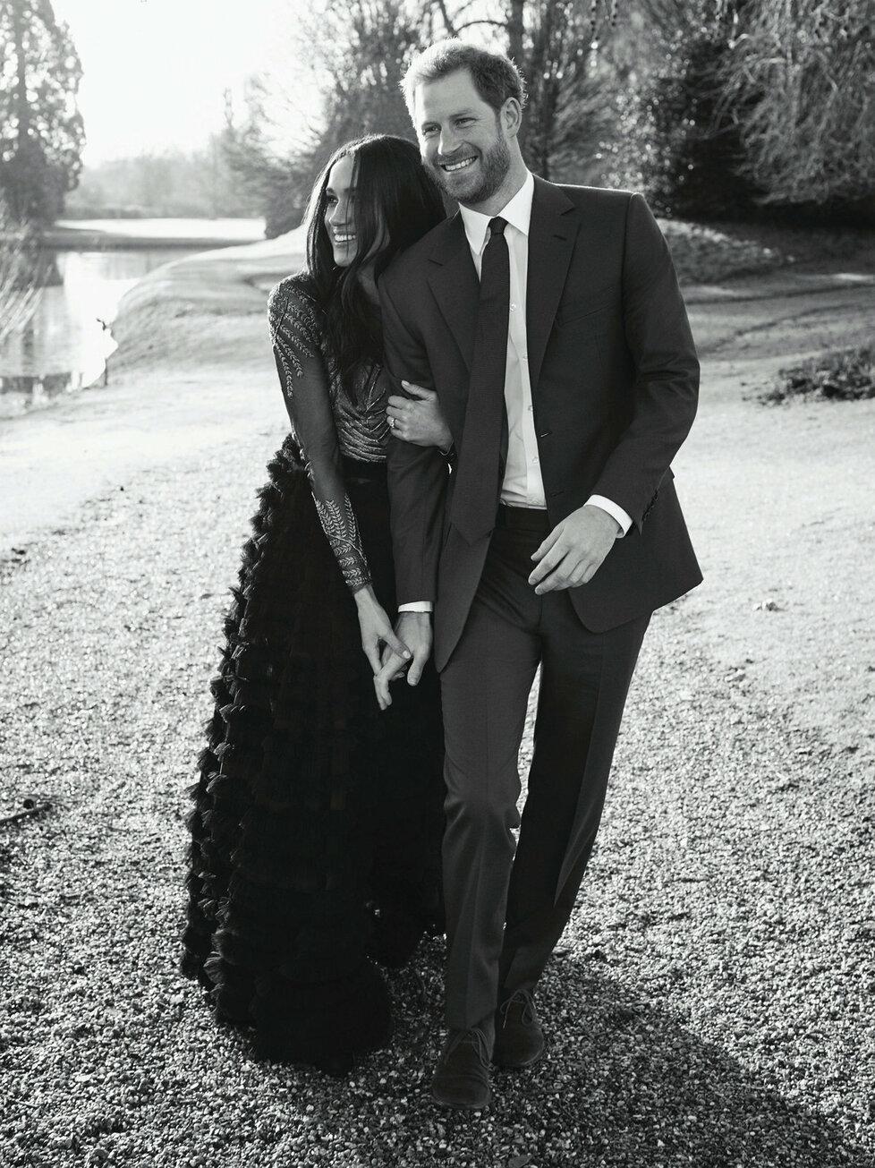 Oficiální zásnubní fotografie prince Harryho a Meghan Markle