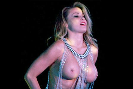 nahá prsa dominy videa
