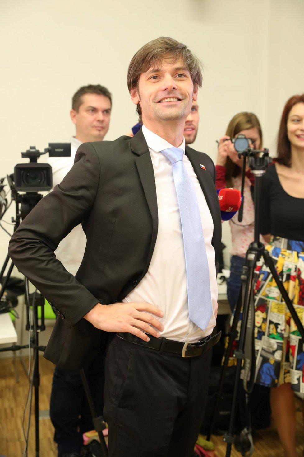 Marek Hilšer dorazil do svého volebního štábu krátce před půl třetí