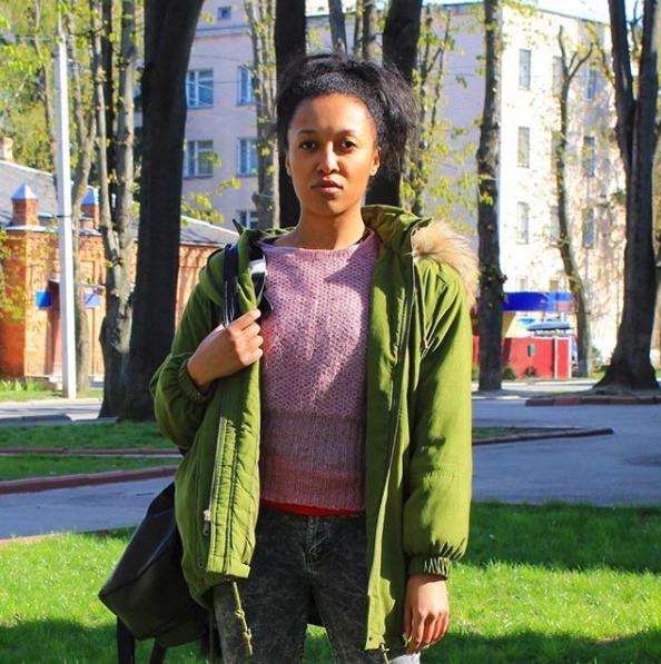 Aktivistka Angelina Diashová, která polonahá zaútočila při volbách na prezidenta Miloše Zemana, svými fotkami často zásobuje sociální sítě