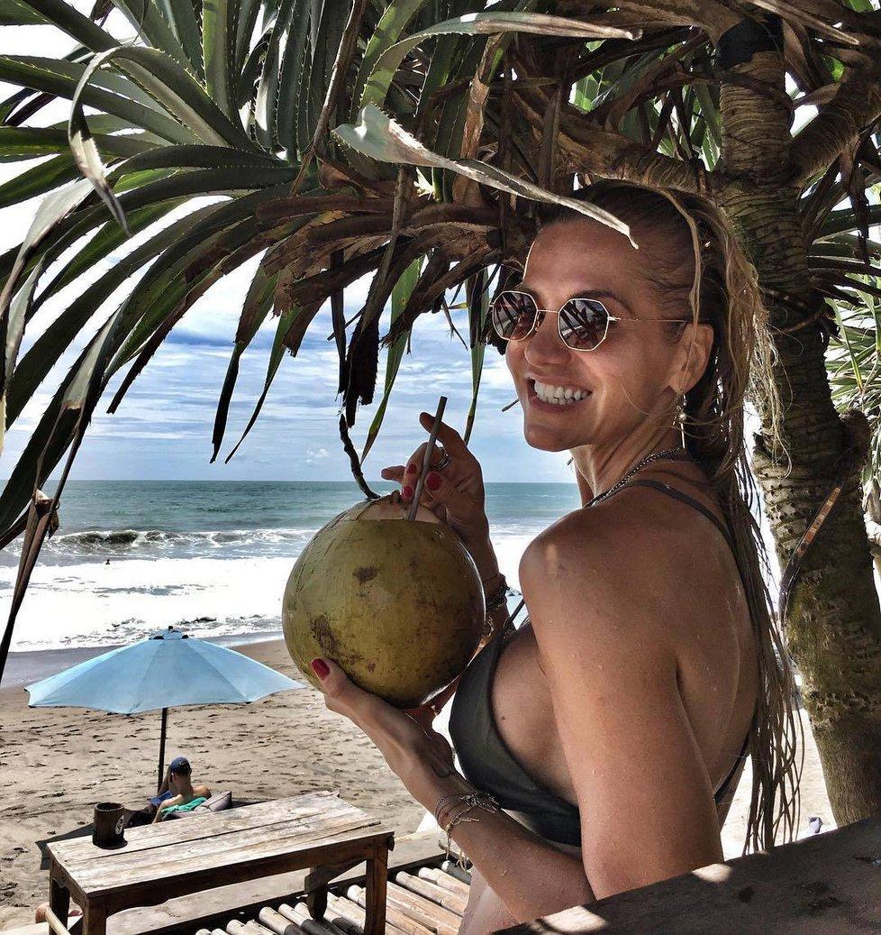 """Dara Rolins (45) je na Bali s dcerou Laurou. """"Štastie občas najdeš v uplne obyčajnych momentoch – tak ako ja, tu a teraz."""""""