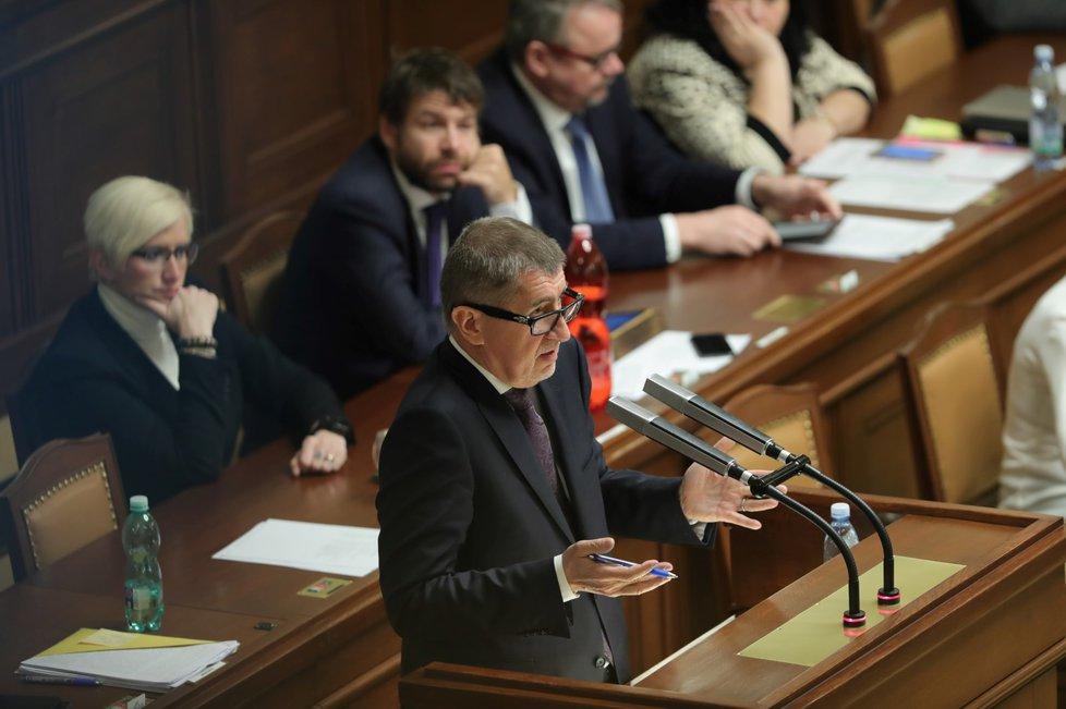 Premiér Babiš na jednání o vlastním vydání.