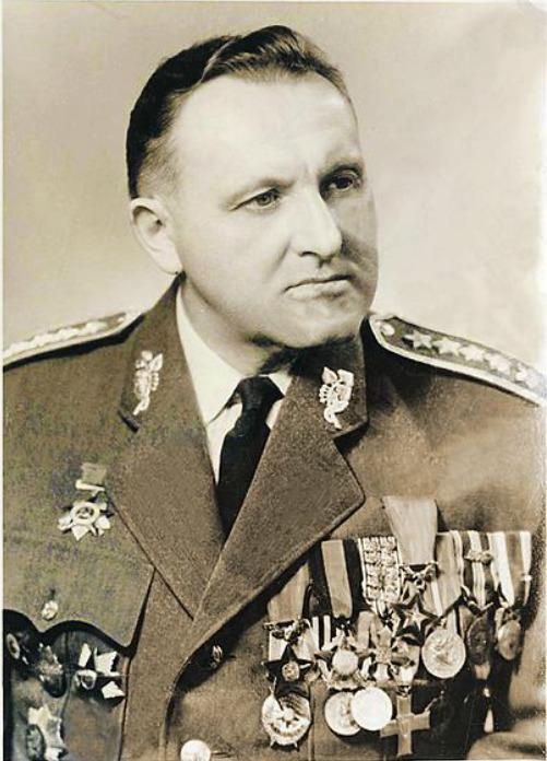 Bedřich Reicin. Byl agent sovětské NKVD a velitel obranného zpravodajství, náměstek ministra obrany, divizní generál. Má na svědomí vykonstruované procesy s generály Heliodorem Píkou, Karlem Janouškem a Karlem Kutlvašrem a mimo jiné také Josefem Pohlem.