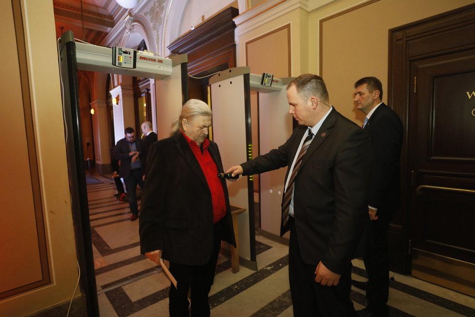 František Ringo Čech byl pozván do Rudolfina na prezidentskou debatu ČT jako podporovatel Miloše Zemana