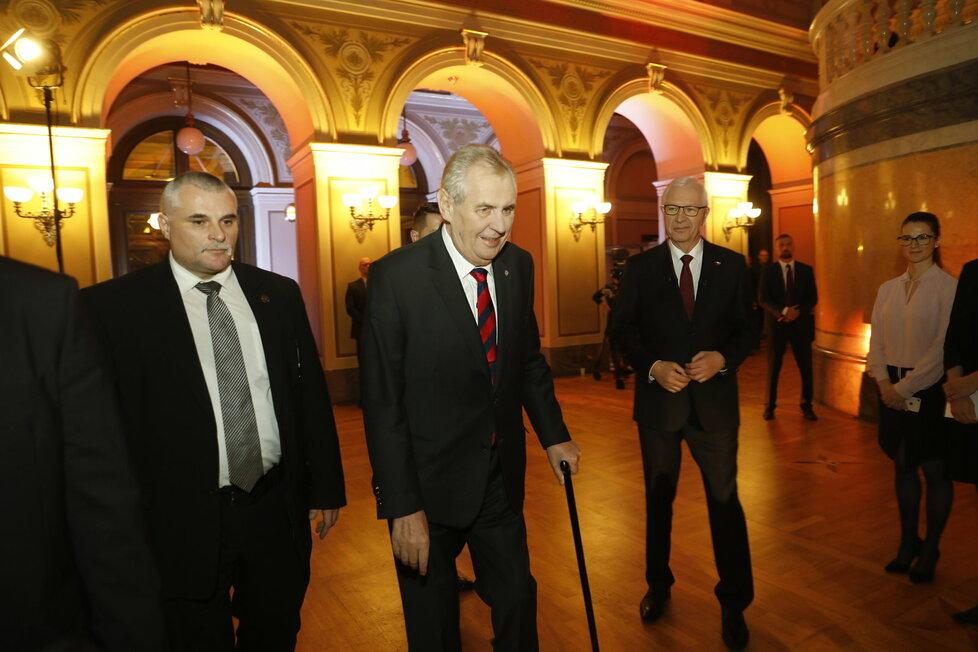 Debata ČT: Poslední střet Miloše Zemana a Jiřího Drahoše před volbami