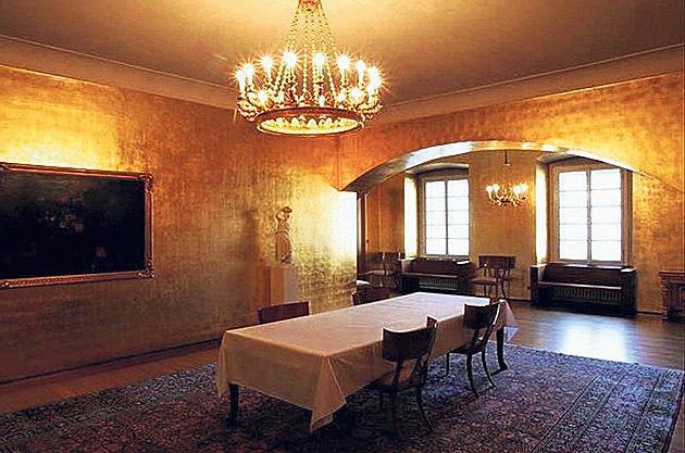 Zlatý salonek Pražského hradu, kde prezident obědvá.