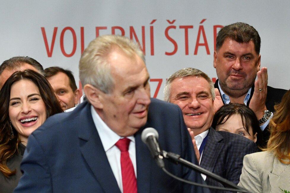 Vratislav Mynář ani Martin Nejedlý nechyběli se Zemanem na pódiu po volebním triumfu