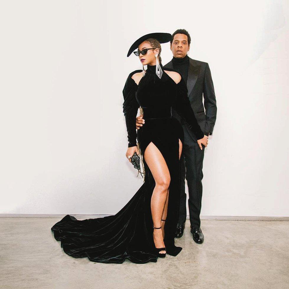 Nejkrásnější na Grammy 2018  Beyoncé i Rita Ora s rozparkem až do ... 8f8f1b95352