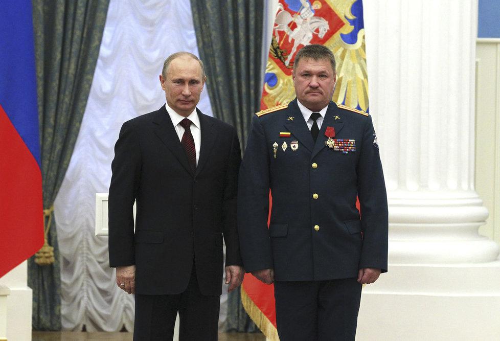 Ruský generál Valerij Asapov a prezident Vladimir Putin