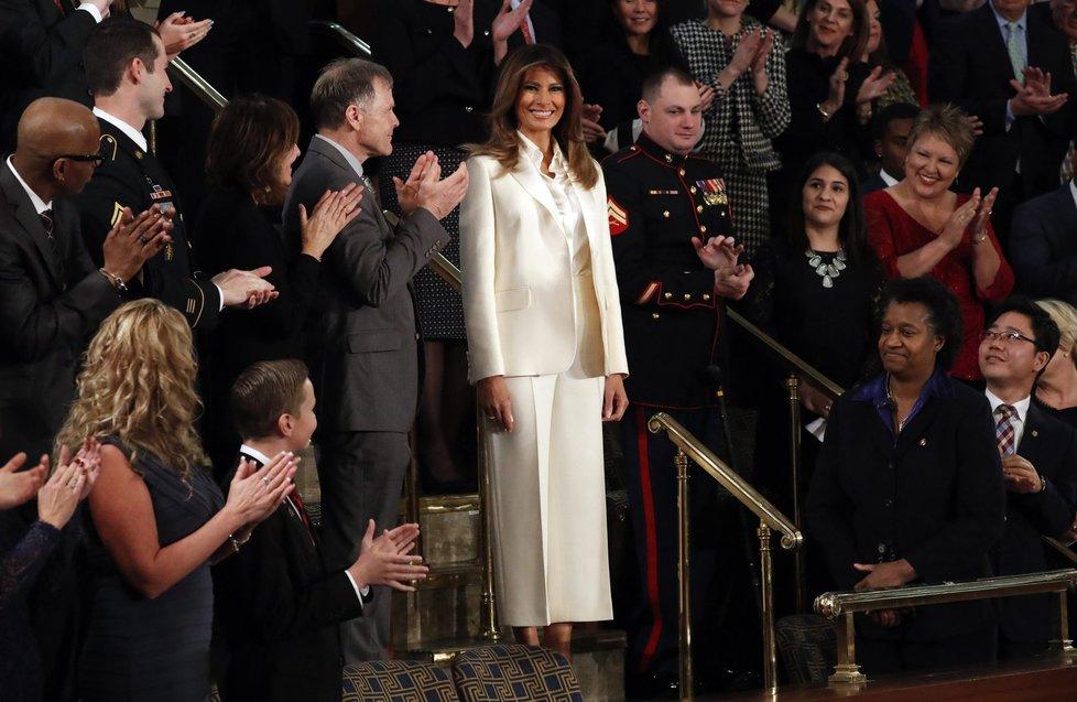 Melania Trump v Kongresu, během manželova projevu.
