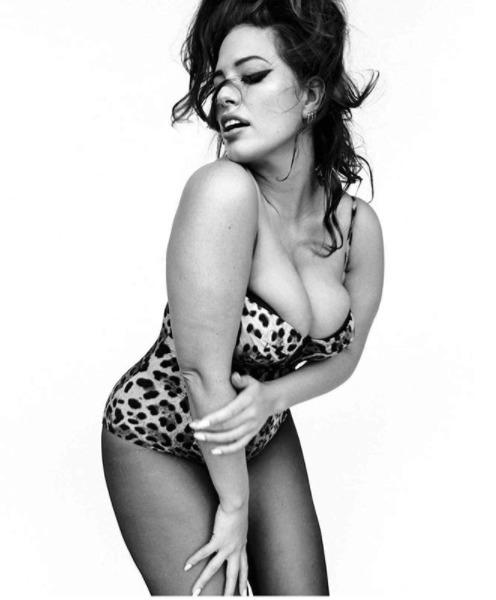 Ashley Graham fotila pro italský Vogue.