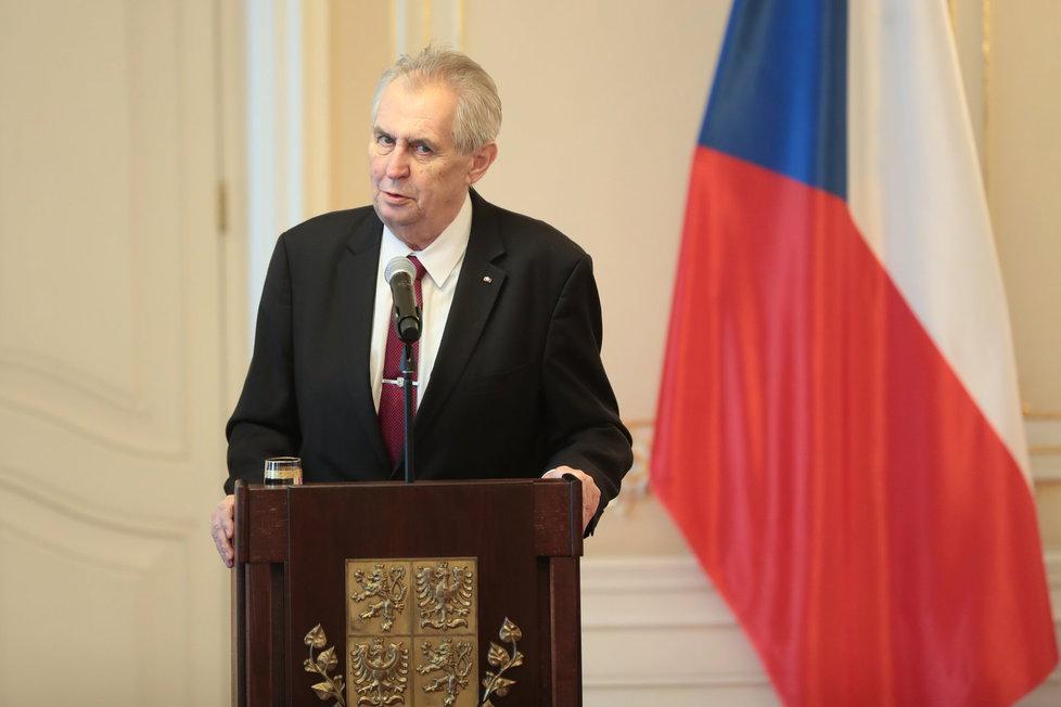 Prezident Miloš Zeman i přes rozhodnutí slovenského soudu jmenuje Andreje Babiše i podruhé premiérem, oznámil na Twitteru hradní mluvčí Jiří Ovčáček