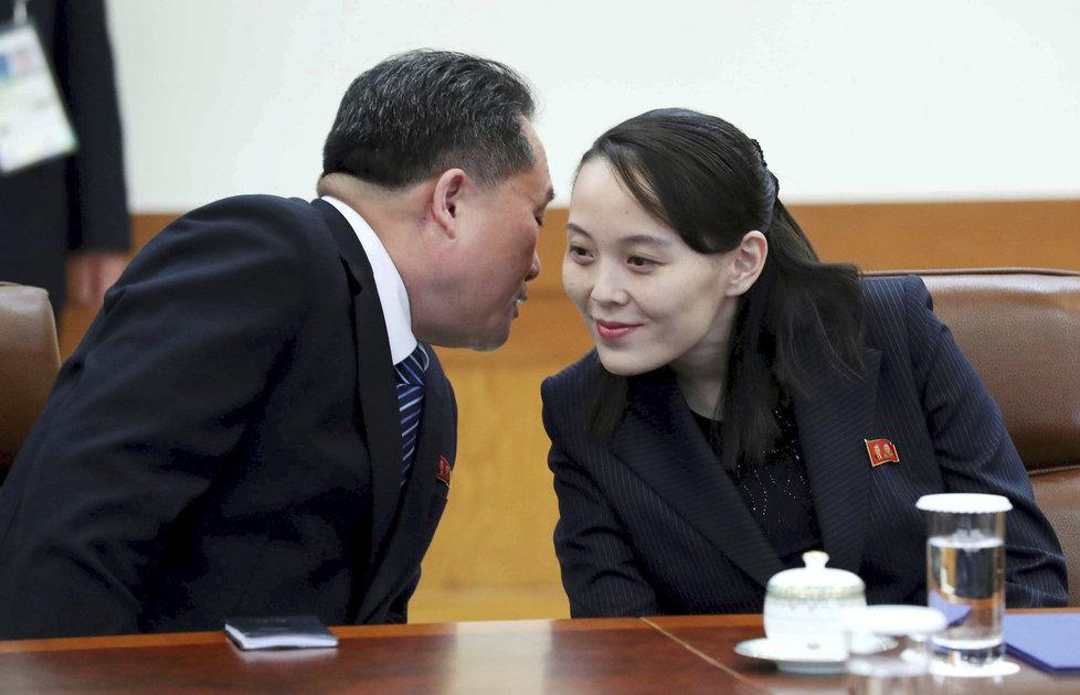 Sestra severokorejského vůdce Kim Jo-čong a Ri Son-kwon na jednání s jihokorejským prezidentem.