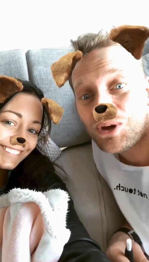 Agáta a Jakub Prachařovi parodují Kateřinu Kristelovou s Tomášem Řepkou, kteří se v tomto psím filtru natáčeli na Instastories.
