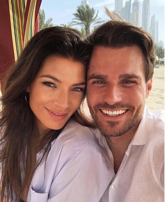 Leoš Mareš s manželkou Monikou na líbánkách v Dubaji. Oba jen září! Nebo je to jen instagramovým filtrem?