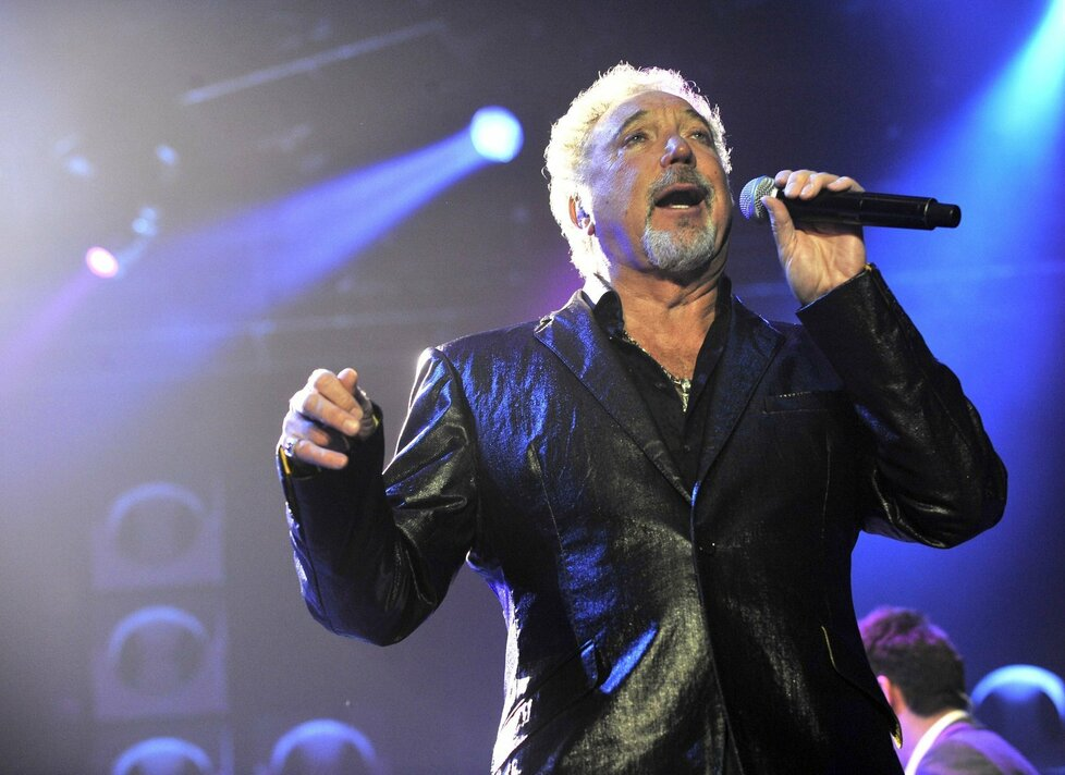 Tom Jones vystoupil na koncertě v pražské O2 areně
