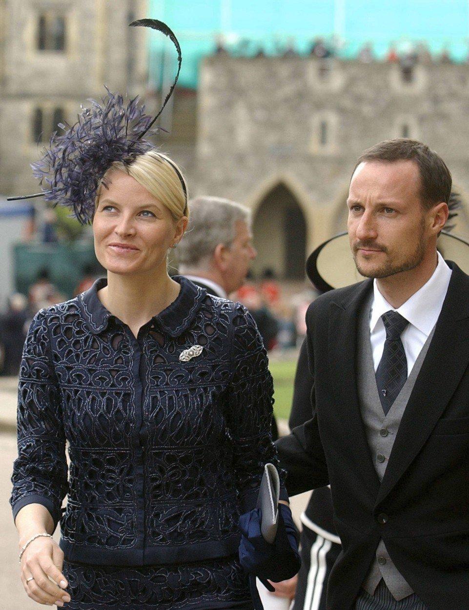 Norská princezna pochází z neurozených poměrů, ovšem královské klobouky jí sluší.