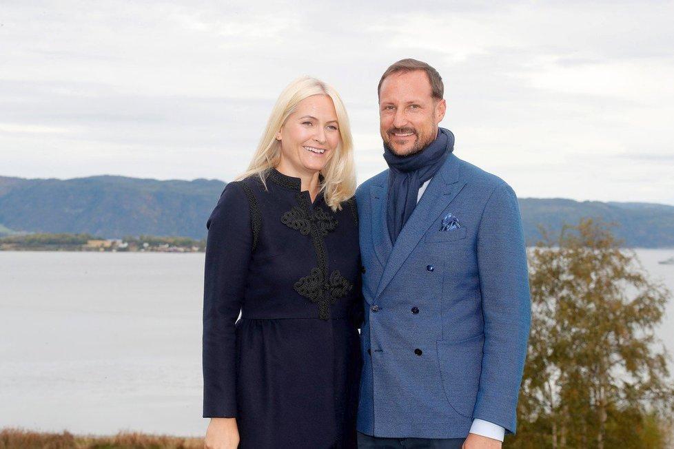 Norský princ si svoji Popelku vybojoval i proti vůli rodičů.