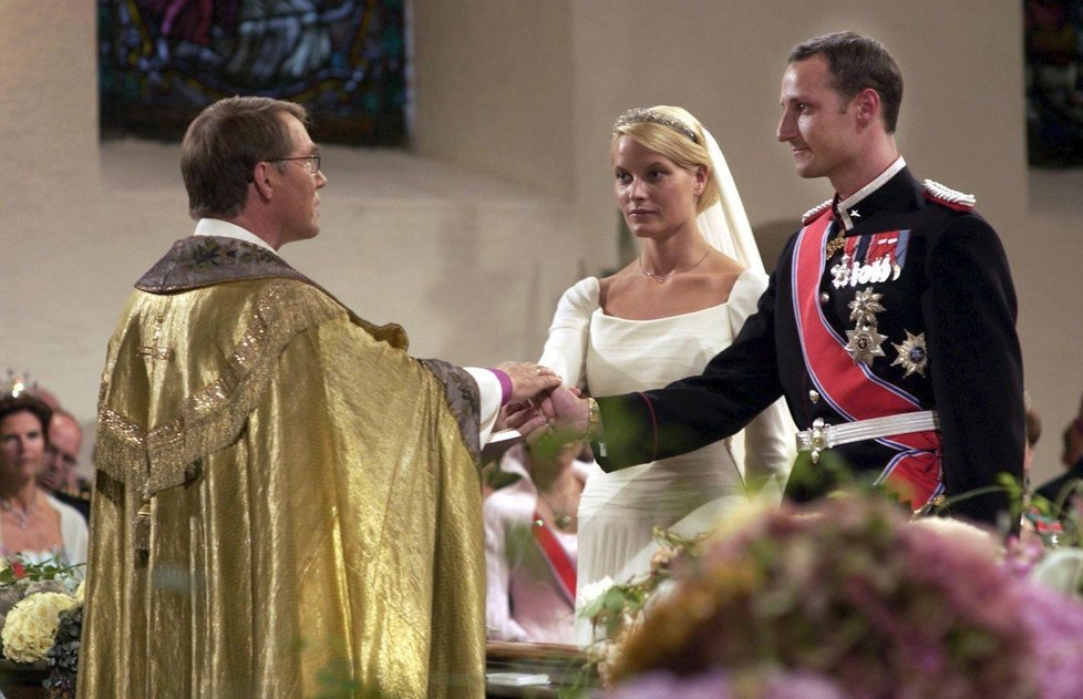 Svatba servírky s norským princem se konala v roce 2001.