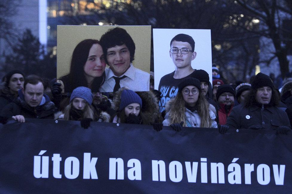 Tisíce lidí v pátek v Bratislavě uctily památku zavražděného novináře a jeho přítelkyně