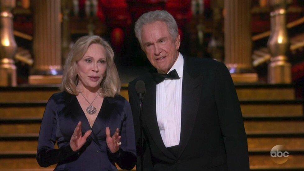 Warren Beatty a Faye Dunaway předávali Oscara nejlepšímu filmu