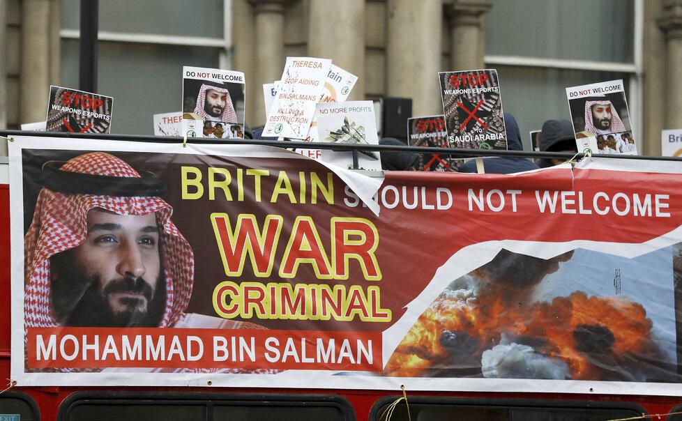 V Londýně se proti jednání vlády s princem Mohamedem bin Salmánem protestuje.