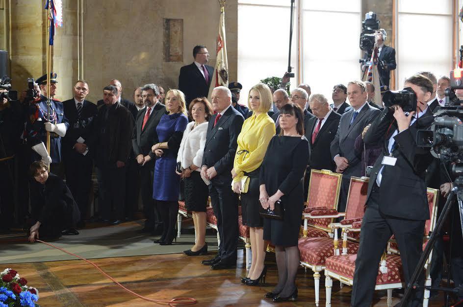 V roce 2013 měla Kateřina v kancelářské pouzdrové sukni s přepásanou kanárkovou rubaškou k ideálnímu outfitu na inauguraci prezidenta daleko.