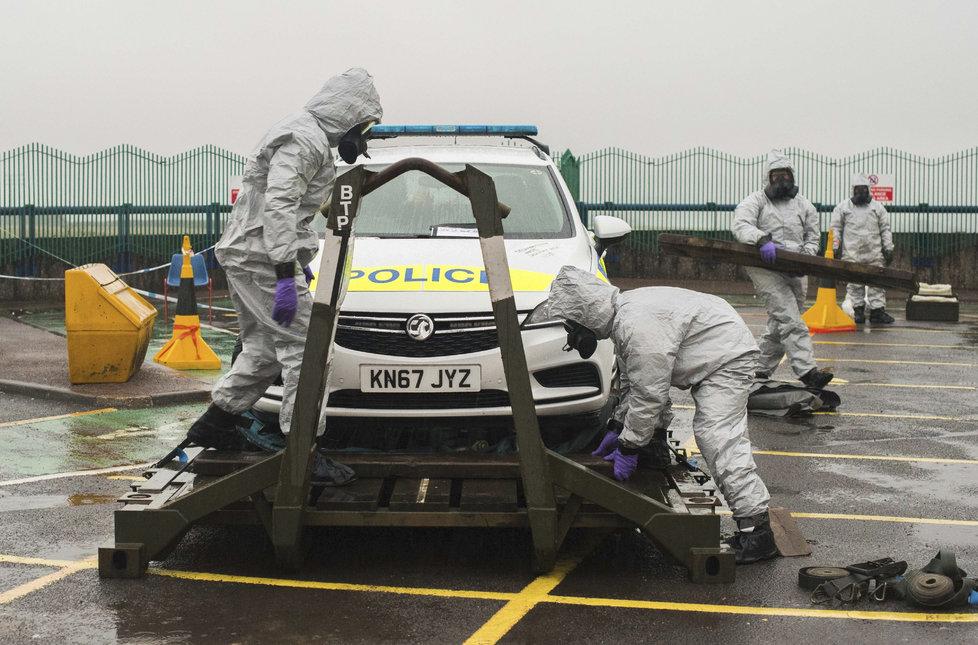 Policisté dekontaminovali služební auto strážníka Baileyho.