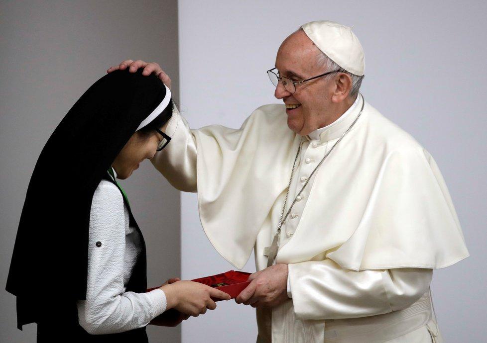 Papež zahájil setkání mladých, chce přiblížit církev mládeži