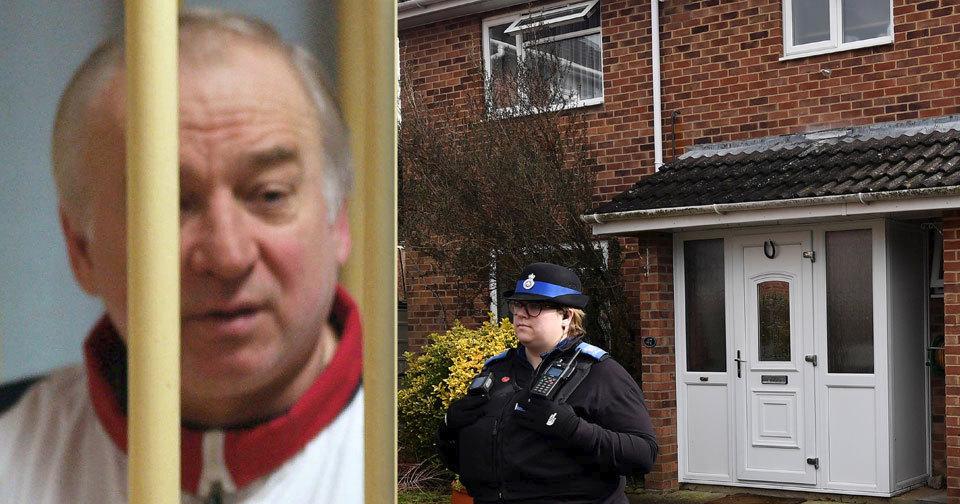 Skripal s dcerou se zřejmě otrávili u vchodu do svého domu. Koncentrace jedu tam byla nejsilnější.