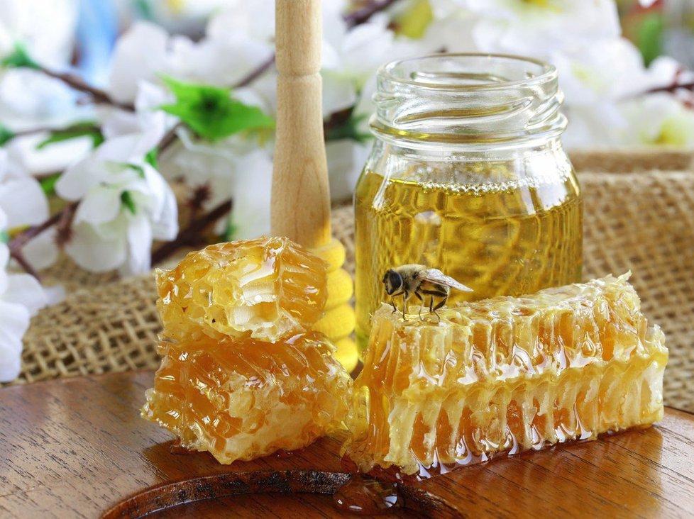 Milujete med? 5 mýtů a pravd o sladkém elixíru zdraví