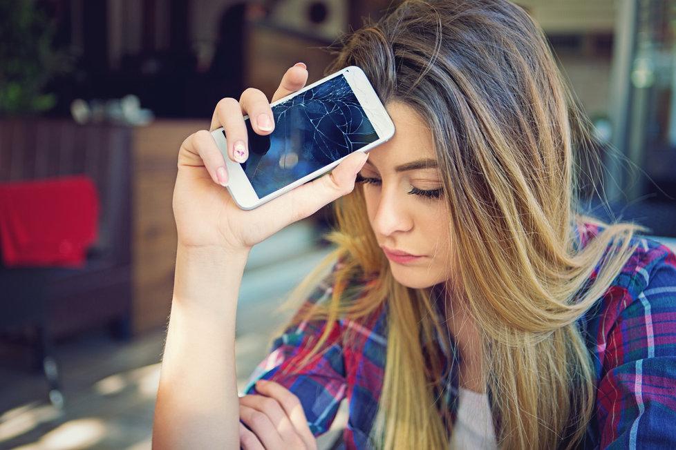 Sedm osudových chyb, kterými ničíme svou pleť: Problémem je i špinavý mobil