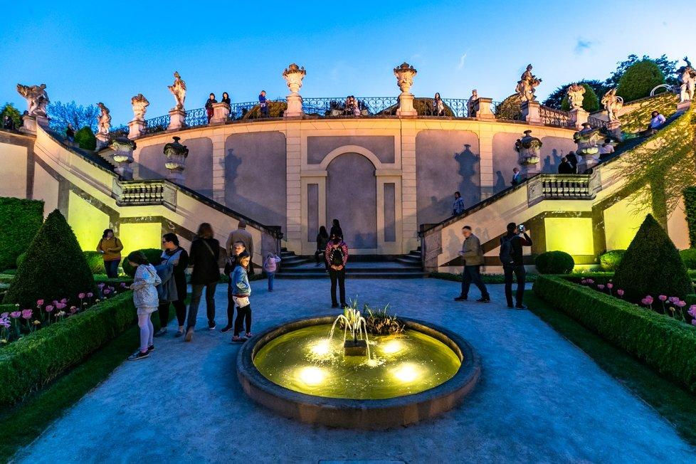 Chtěl-li Mistr ukázat půvaby stověžaté Prahy svým známým, nezřídka je brával třeba do Vrtbovské zahrady na Malé Straně. (Ilustrační foto)