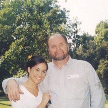 Otec Meghan Markle bude na svatbě