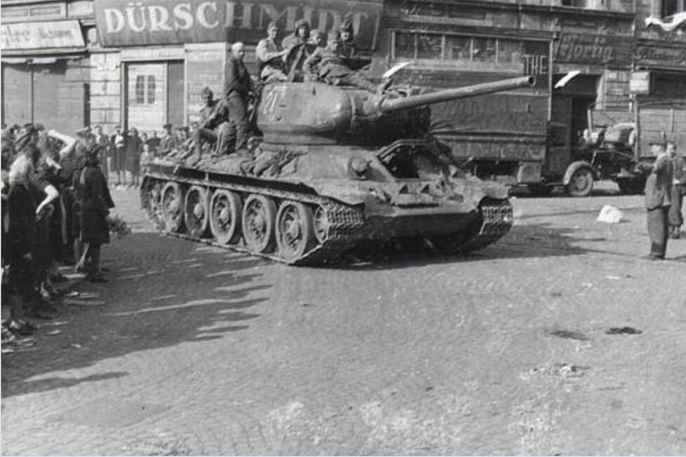 Rudá armáda přijela do Ústí 9. května 1945.