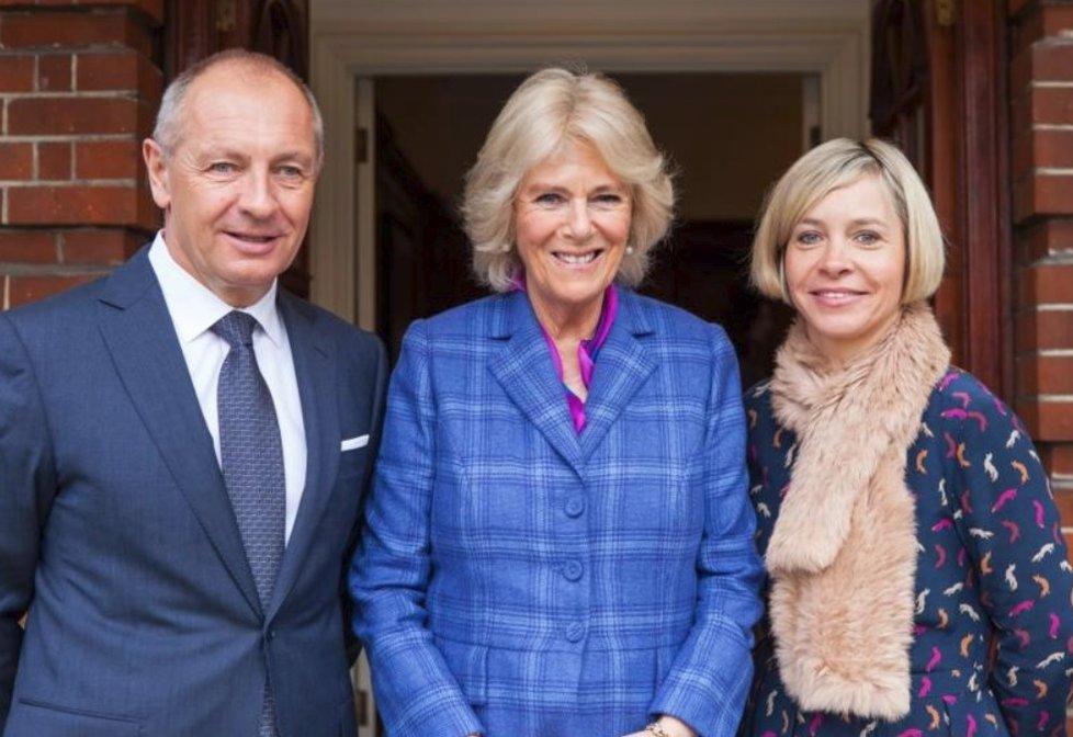 Český velvyslanec ve Velké Británii Libor Sečka s vévodkyní Camillou a manželkou Sabrinou