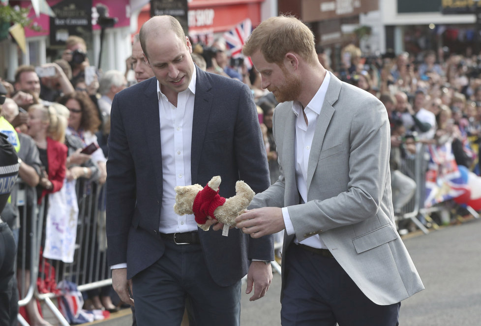 Princové William a Harry ve Windsoru
