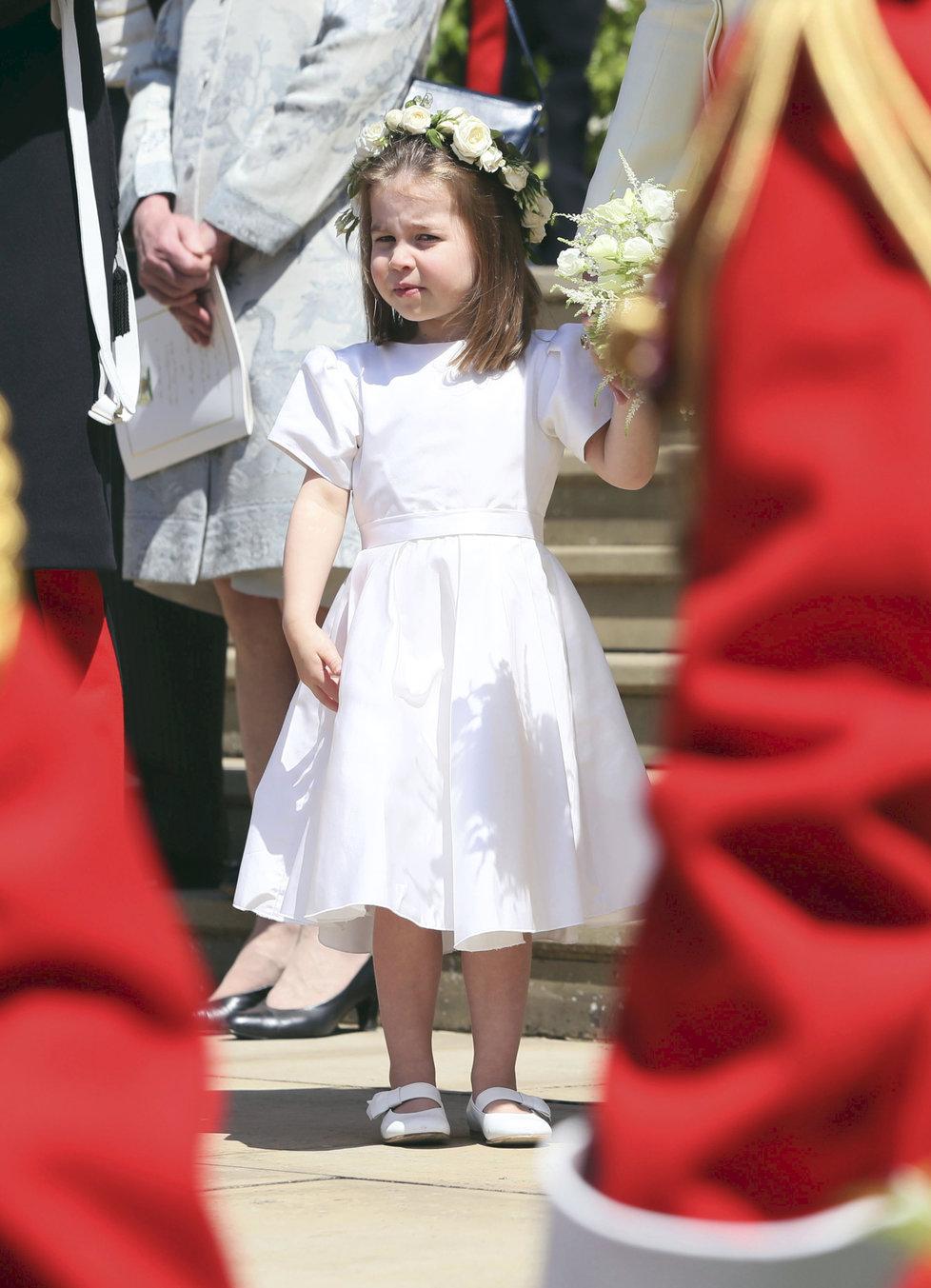 Malá Charlotte na svatbě strýčka Harryho.