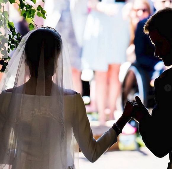 Priyanka Chopra sdílela fotky ze svatby Harryho a Meghan