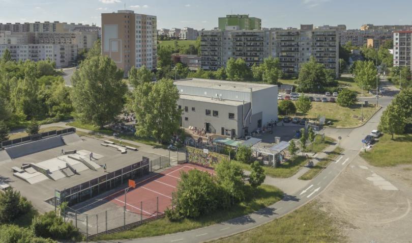 Plechárna na Černém Mostě.