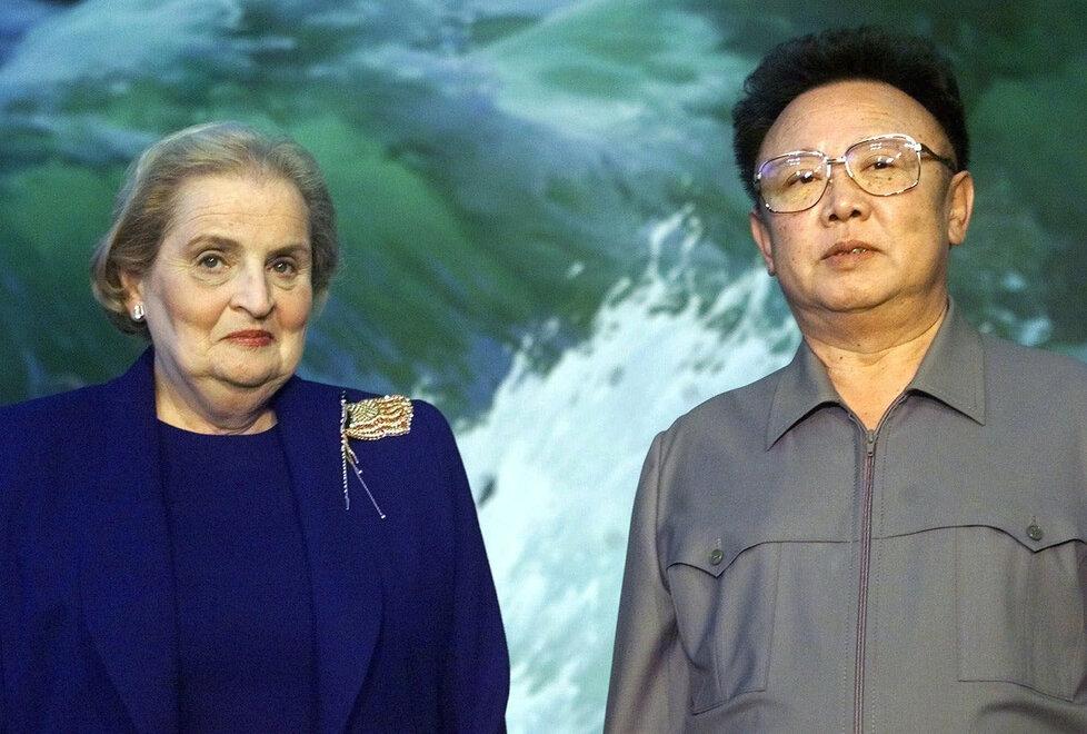 Někdejší americká ministryně zahraničí Madeleine Albrightová se v roce 2000 sešla v Pchjongjangu s Kim Čong-ilem