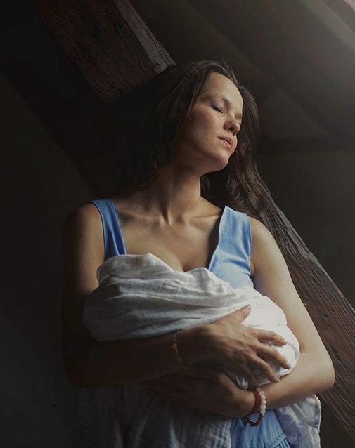 Lilia Khousnoutdinová s malou dcerkou Isabelou