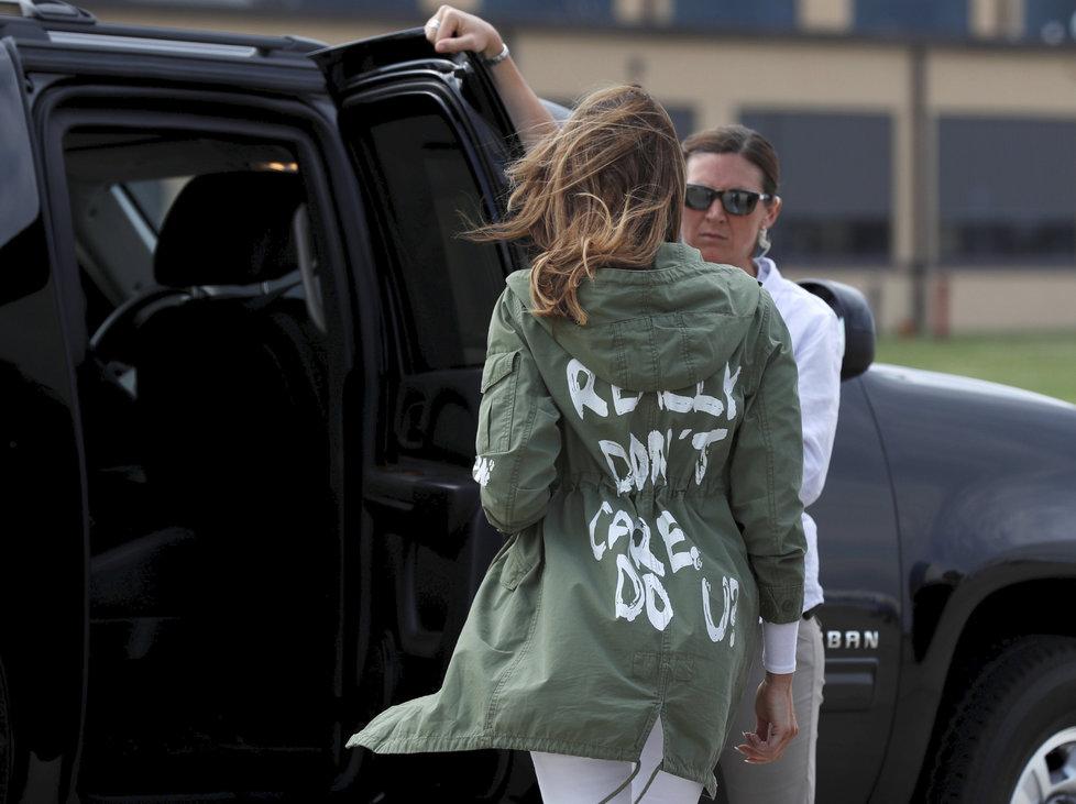 Melania Trump proti rozdělování dětí: Odjela do McAllenu v Texasu na hranicích s Mexikem, aby se se situací přímo na místě seznámila
