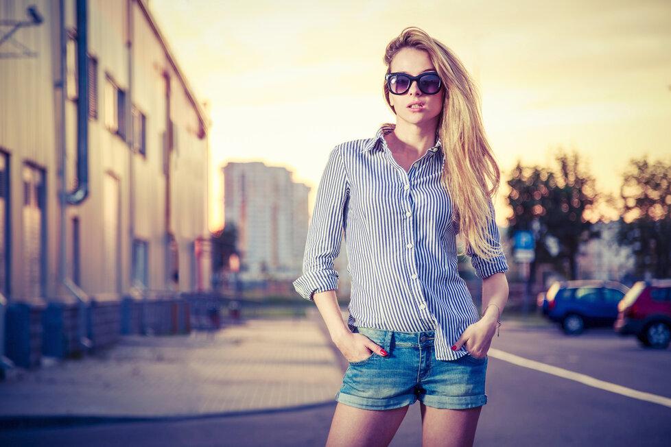 Záleží na tom, kde pracujete, ale vždy je dobré rozlišovat oblečení na volný čas a do práce.