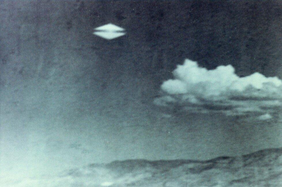 Fotografii pořídil Daniel Fry v Merlinu, Oregonu v roce 1960.
