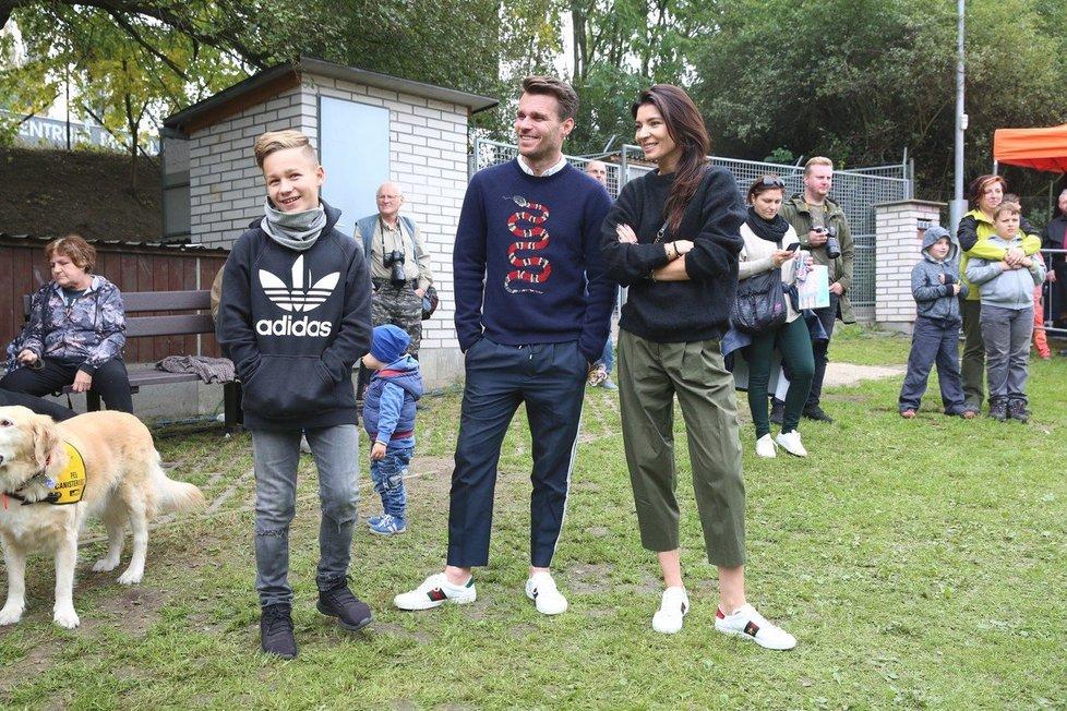2017 - Syn Leoše, Leoš a Monika na Superden Helppes, na kterém se předávali vycvičení psi.