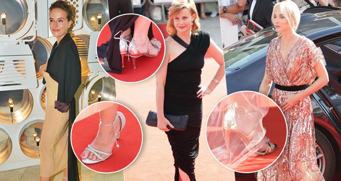 Herečky ve Varech vsadily na stejný styl bot. Všechny obuly lodičky s pásky.