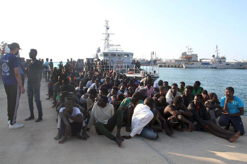 U libyjských břehů se podařilo zachránit 123 uprchlíků, sedm ne