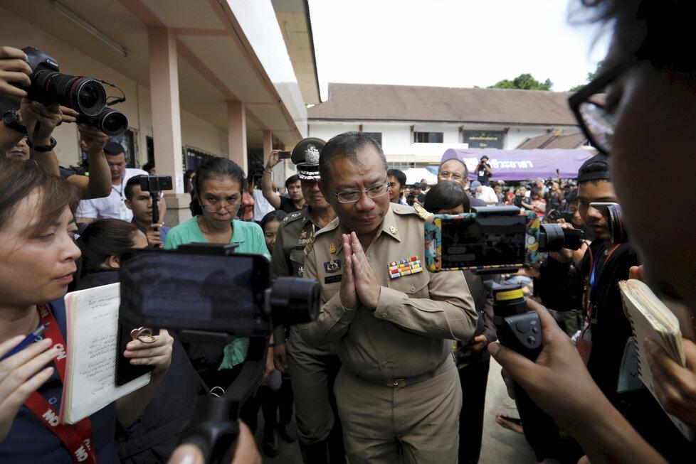 Šéf záchranné mise Narongsak Osottanakorn uspořádal při opětovném zahájení záchranářské akce tiskovou konferenci