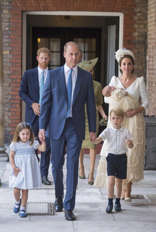 Princ William, vévodkyně Kate, princ George, princezna Charlotte a princ Louis na křtinách